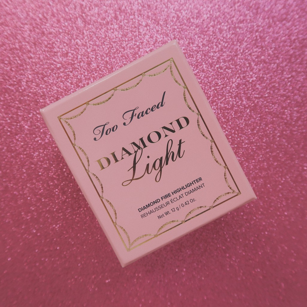 iluminator Too Faced Diamond Light