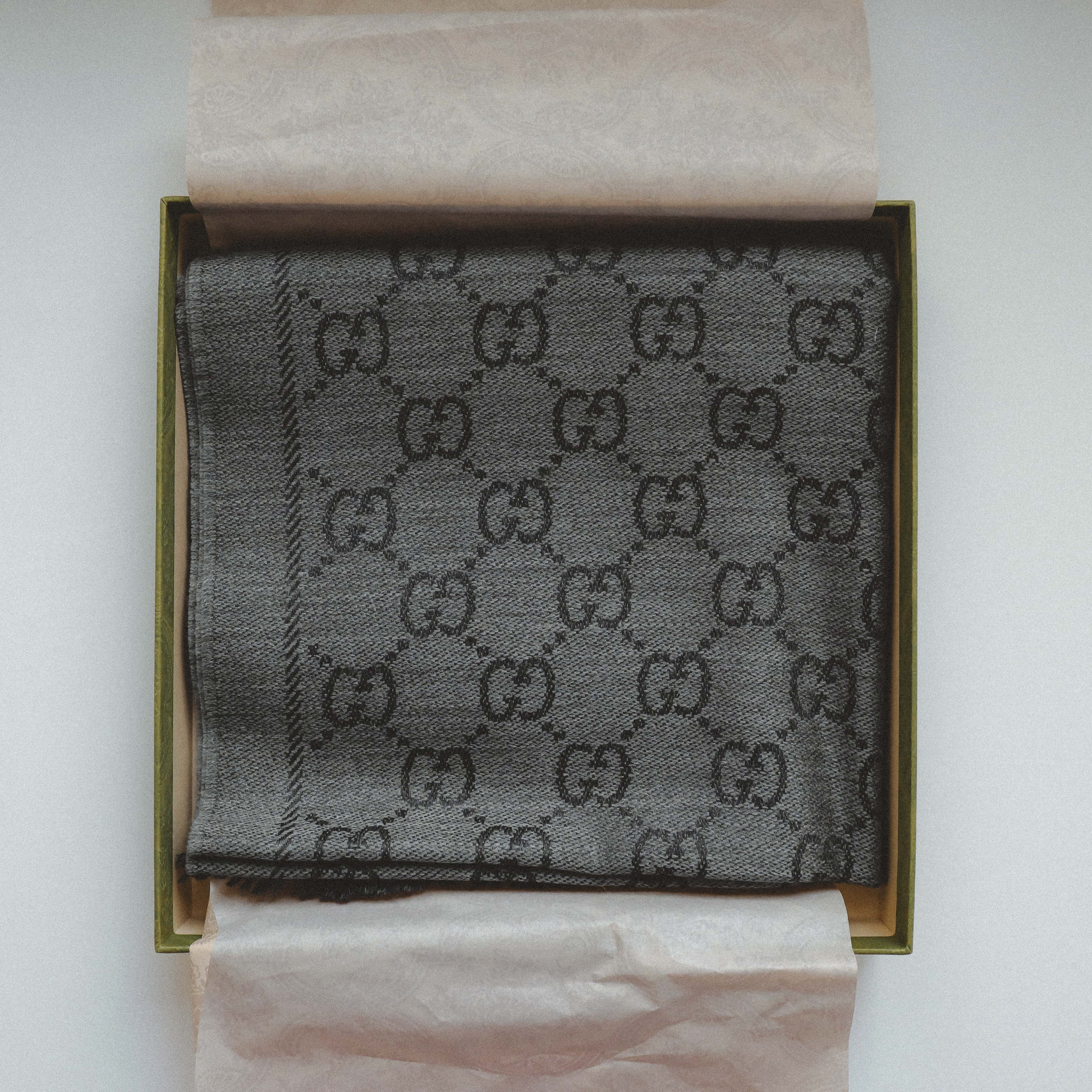 gucci-scarf-packaging